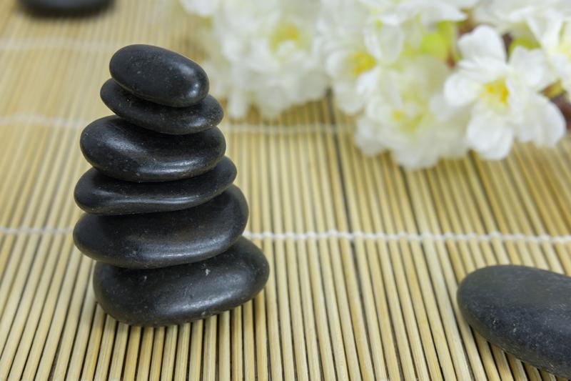 stone-massage-bamboo
